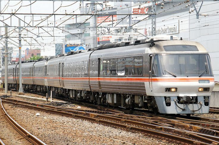 800px-Central_Japan_Railway_-_Series_Kiha_85_-_01